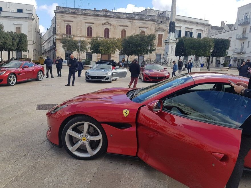 La Ferrari sceglie ancora la Puglia per un tour di presentazione alla stampa specializzata dell'ultimo gioiello della casa: la Ferrari Portofino che
