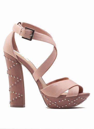 En alza sandalias de plataforma para el verano 2012 for Gabinete de zapatos para la entrada