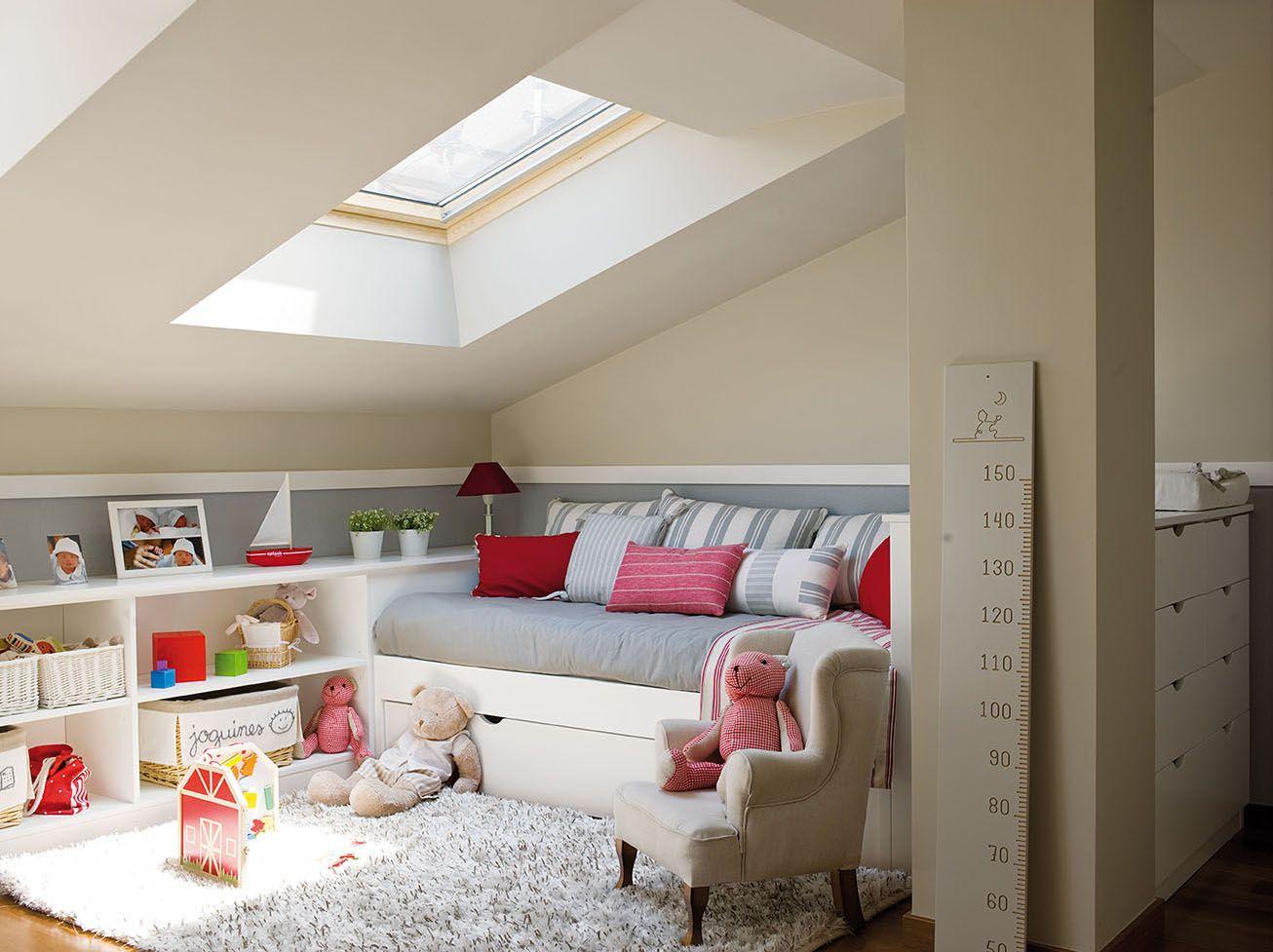 Dormitorio infantil abuhardillado en colores blanco y gris for Dormitorio infantil blanco