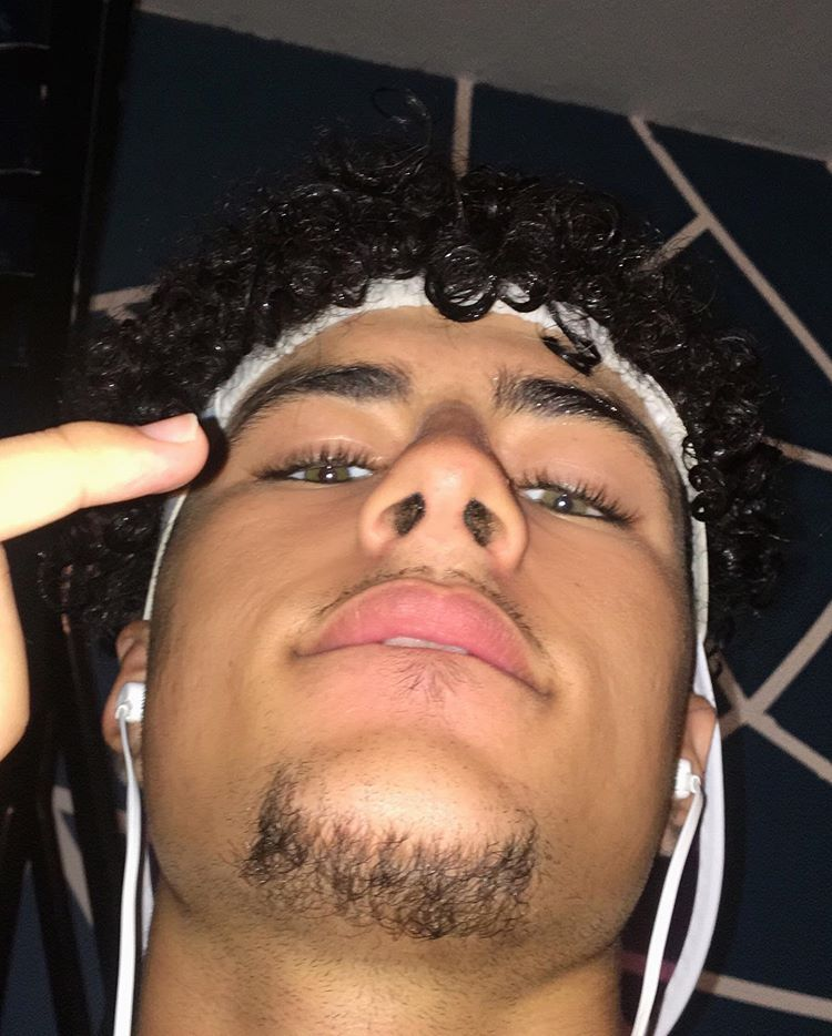 187𝒄𝒎 On Instagram Des Toiles D Araignee Dans Le Nez Curlyboy Curlyhairstyles Curly In 2020 Light Skin Men Light Skin Boys Curly Hair Men