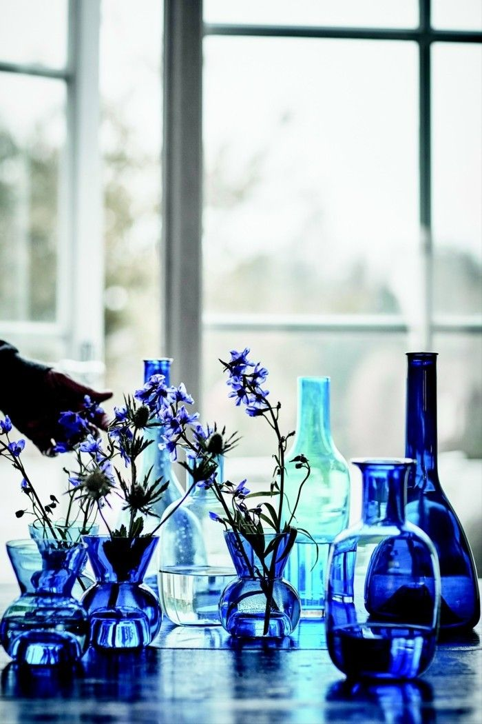 mundgeblasenes glas blaues geschirr vasen flaschen ikea stockholm