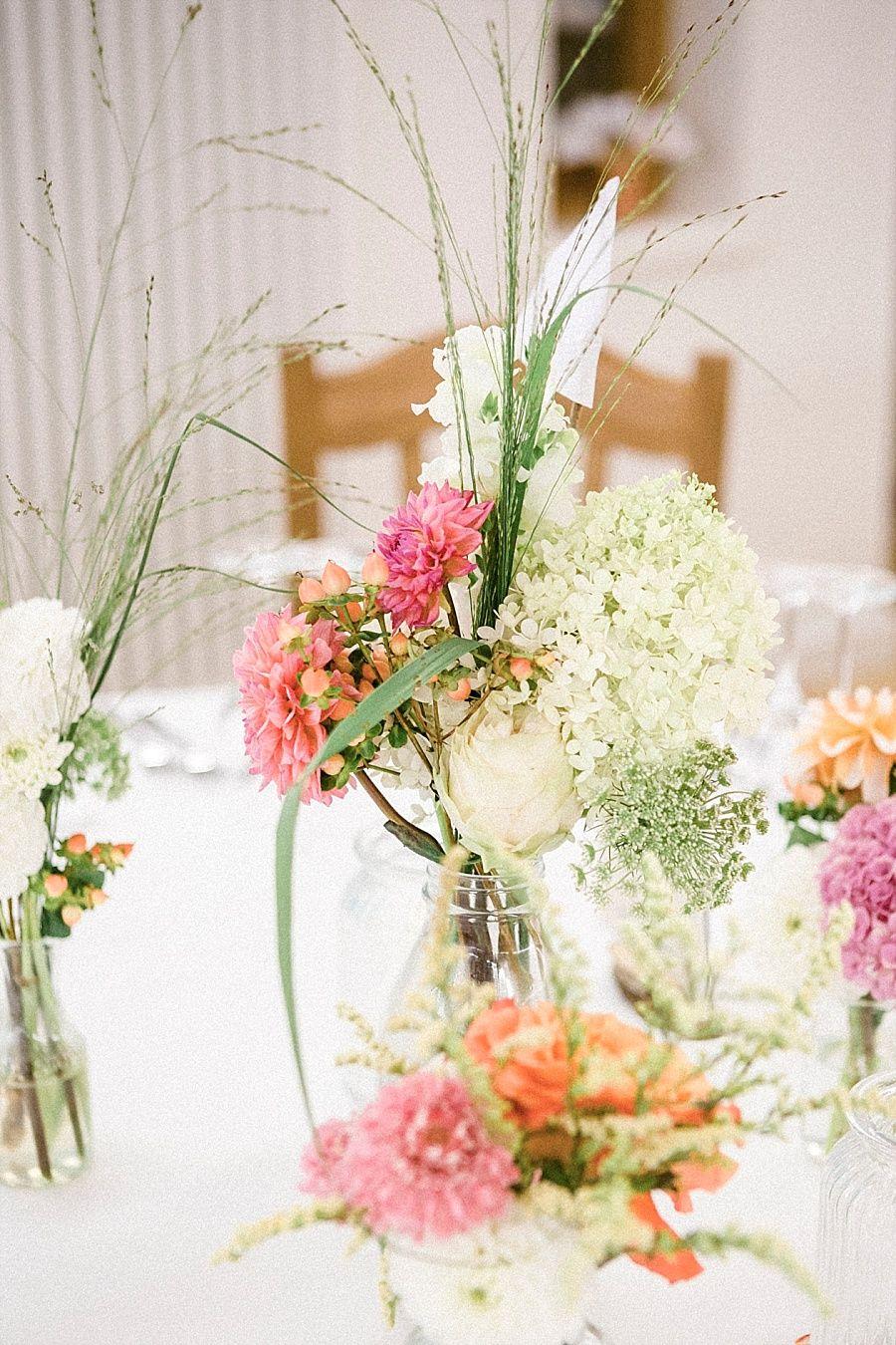 Lssigbunte DIY Hochzeit  Hochzeit  Blumendeko hochzeit