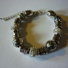Bracelet charms argenté et perles / de 19 cm à 24.5 cm
