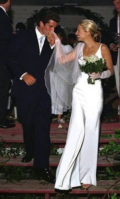 Carolyn Bessette Kennedy Stuns In This Smooth And Sleek Narciso Rodriguez Dress On Her Weddi Celebrity Bride Celebrity Wedding Dresses Carolyn Bessette Wedding