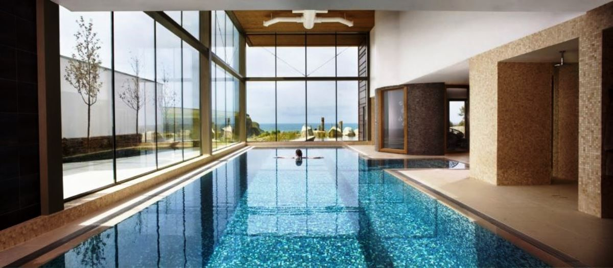 Luxury Swimming Pool Decor