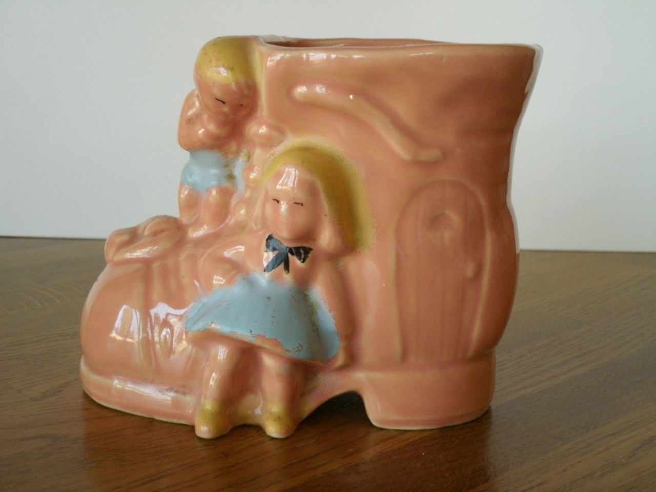 VINTAGE, USA POTTERY, BABY SHOE PLANTER; #325 OLD WOMAN IN A SHOE PLANTER