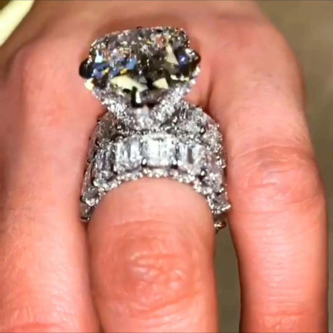 Beautiful Diamond Rings Diamond Jewelry Diamond Jewelry Beautiful Rings Diamond Ring In 2020 Beautiful Rings Beautiful Diamond Rings White Gold Rings