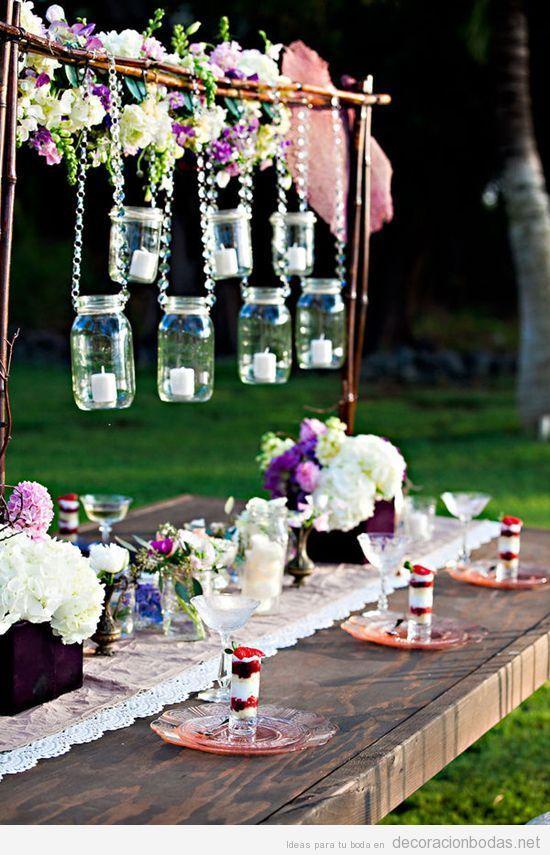 mesa de boda en jardn decorada con botes de cristal vintage
