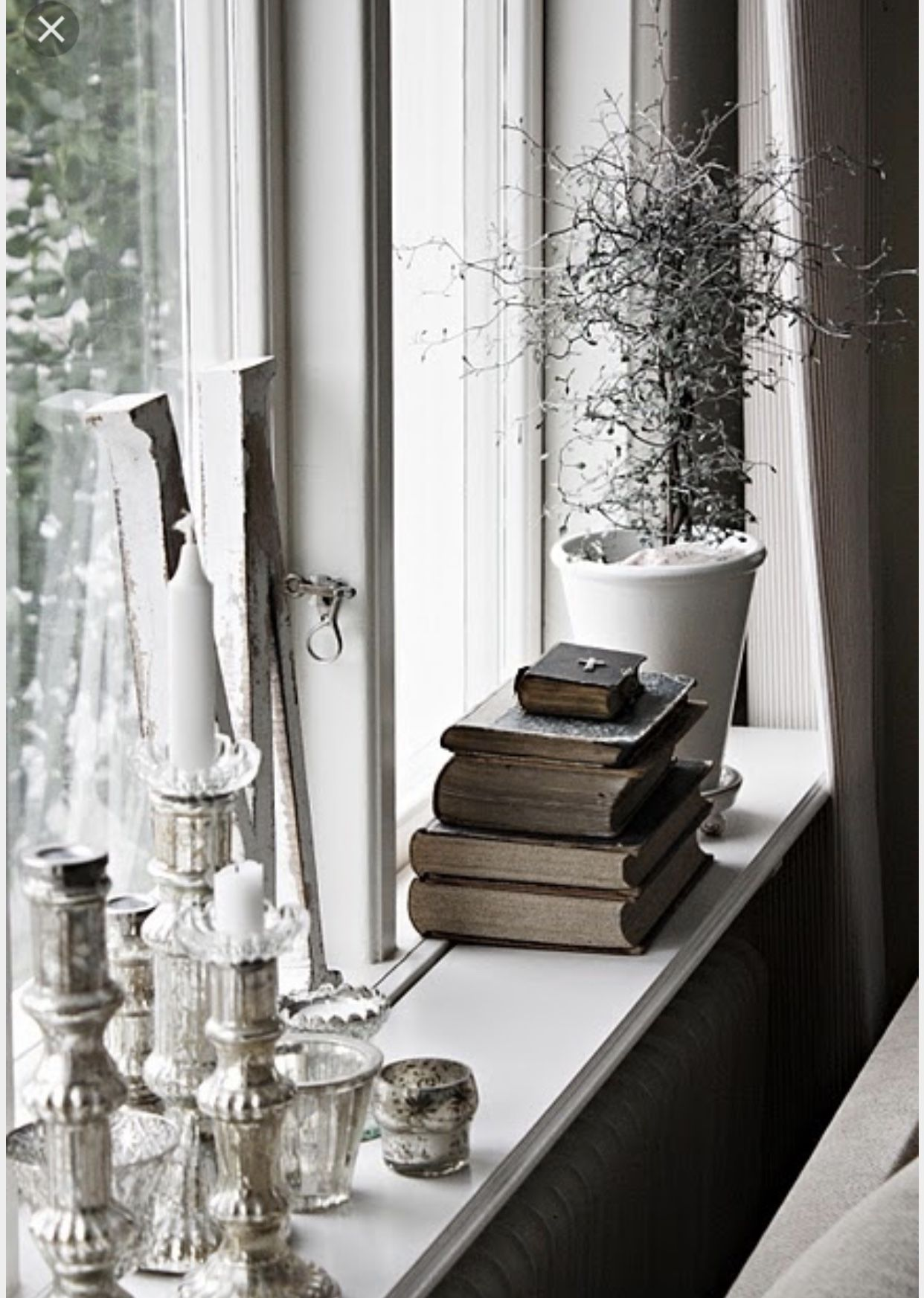 Fensterbank  Chic living room decor, Window ledge decor, Window ledge