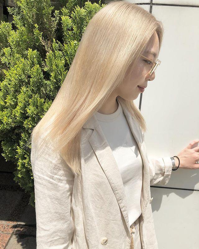 岡本 ミナミさんはinstagramを利用しています 夏までにblond girlになるためには 今のうちにブリーチの土台を作っておくことを おすすめします 私のお客様に圧倒的人気のblond ミディアムロング ブリーチ パーマ