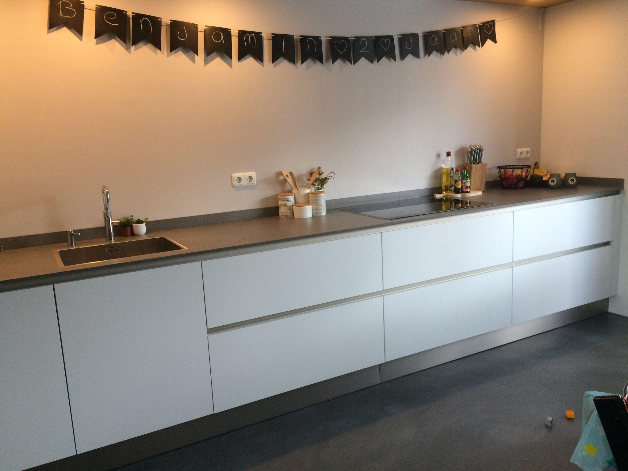 witte keuken moderne keuken strakke keuken dun aanrechtblad