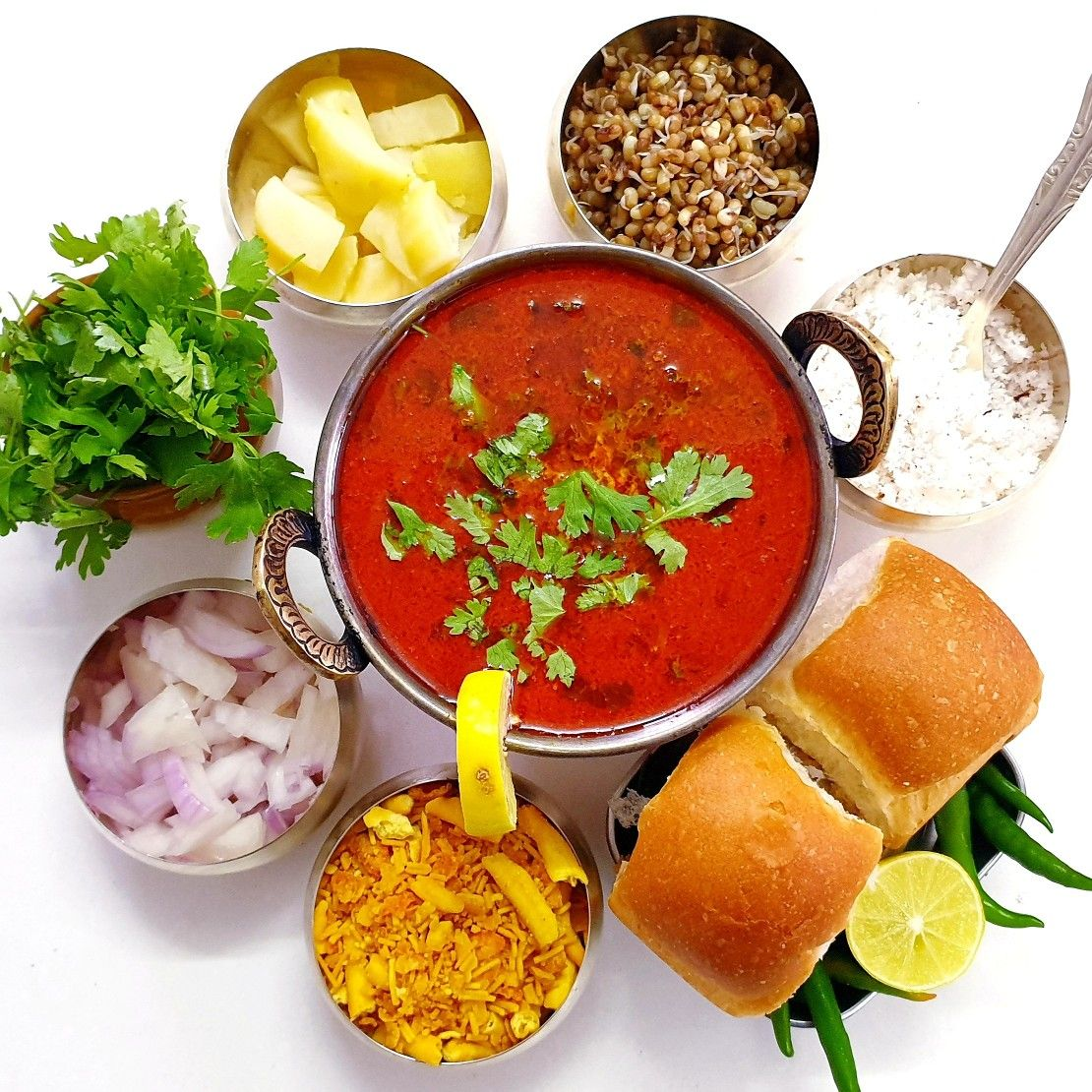Misal Pav Maharashtrian Kolhapuri In 2021 Indian Food Recipes Food Photography Traditional Food [ 1110 x 1110 Pixel ]