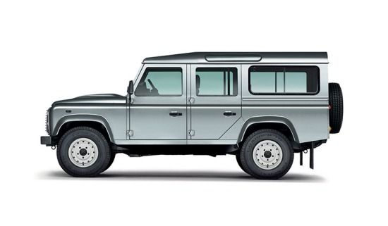 Defender 110 station wagon in colore Indus Silver.