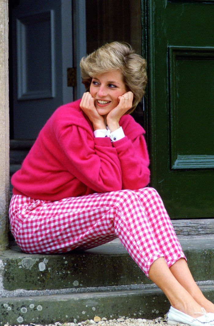 Princess Diana's Style: Her Most Iconic Looks | Who What Wear UK in 2020 |  Princess diana fashion, Princess diana hair, Princess diana jewelry