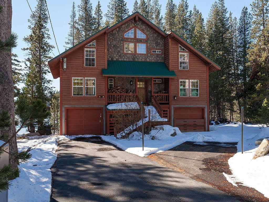 Vrbo Com 3807541ha Beacon Lake House Large Lakefront Family Home Room For Everyone Lakefront Homes Lake House House