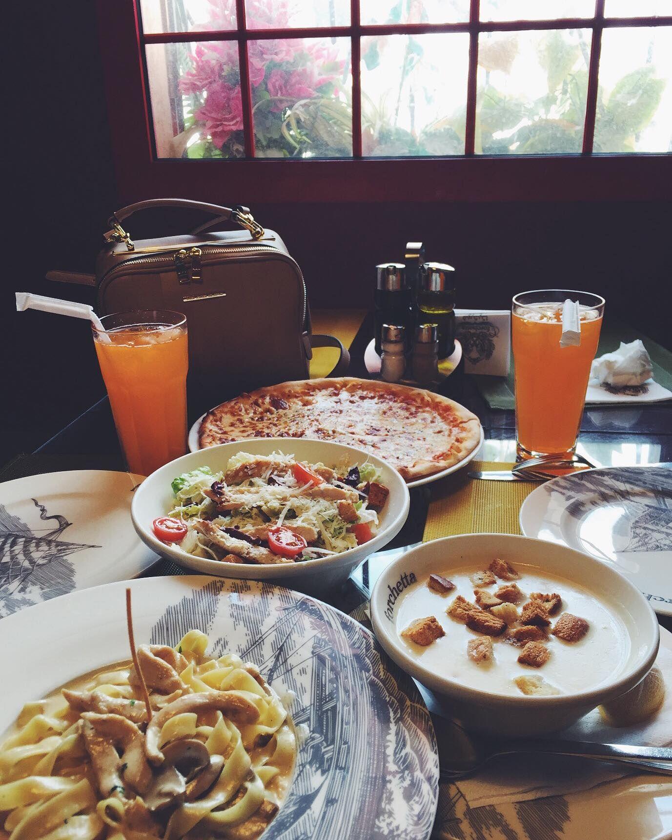 فوركيتا دليل مطاعم الرياض Food Restaurant Table Settings