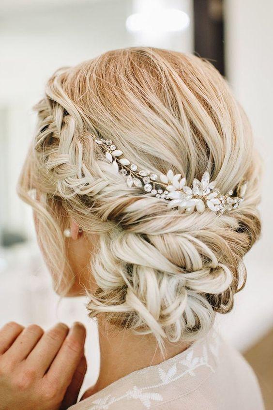 Elegant Updo Wedding Hair With Headpieces Elegante Hochsteckfrisur Hochzeitsfrisuren Romantische Hochzeit Frisuren