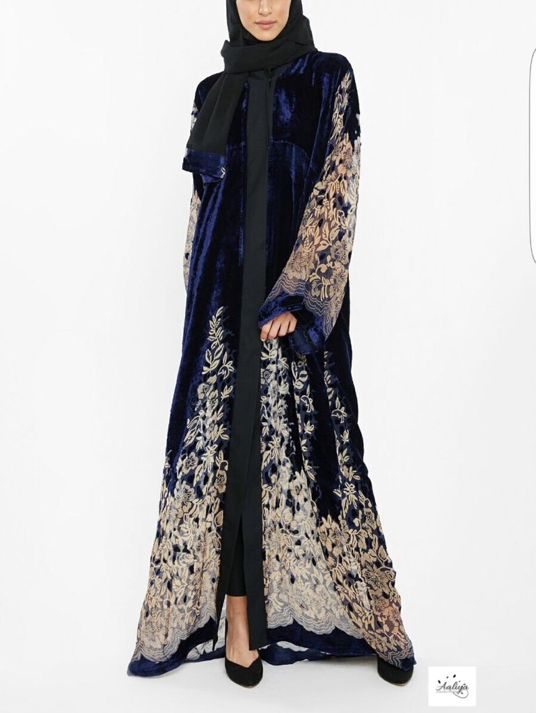 A beautiful velvet/nida abaya with chiffon print giving the overall look a statement finish! Has buttons and therefore can be worn open or closed. ...