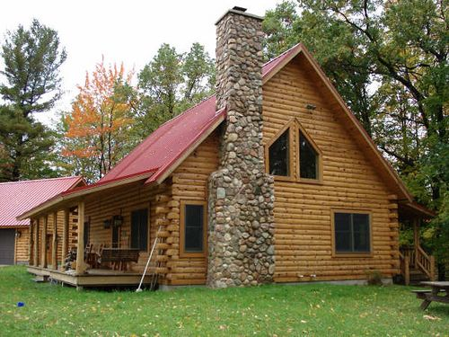 Classic Log Cabin With Stone Chimney Log Homes Log Cabin Homes Log Cabin Living