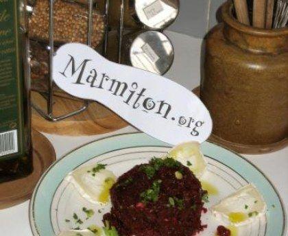 Tartare végétarien de betteraves rouges au fromage de chèvre : Recette de Tartare végétarien de betteraves rouges au fromage de chèvre - Marmiton