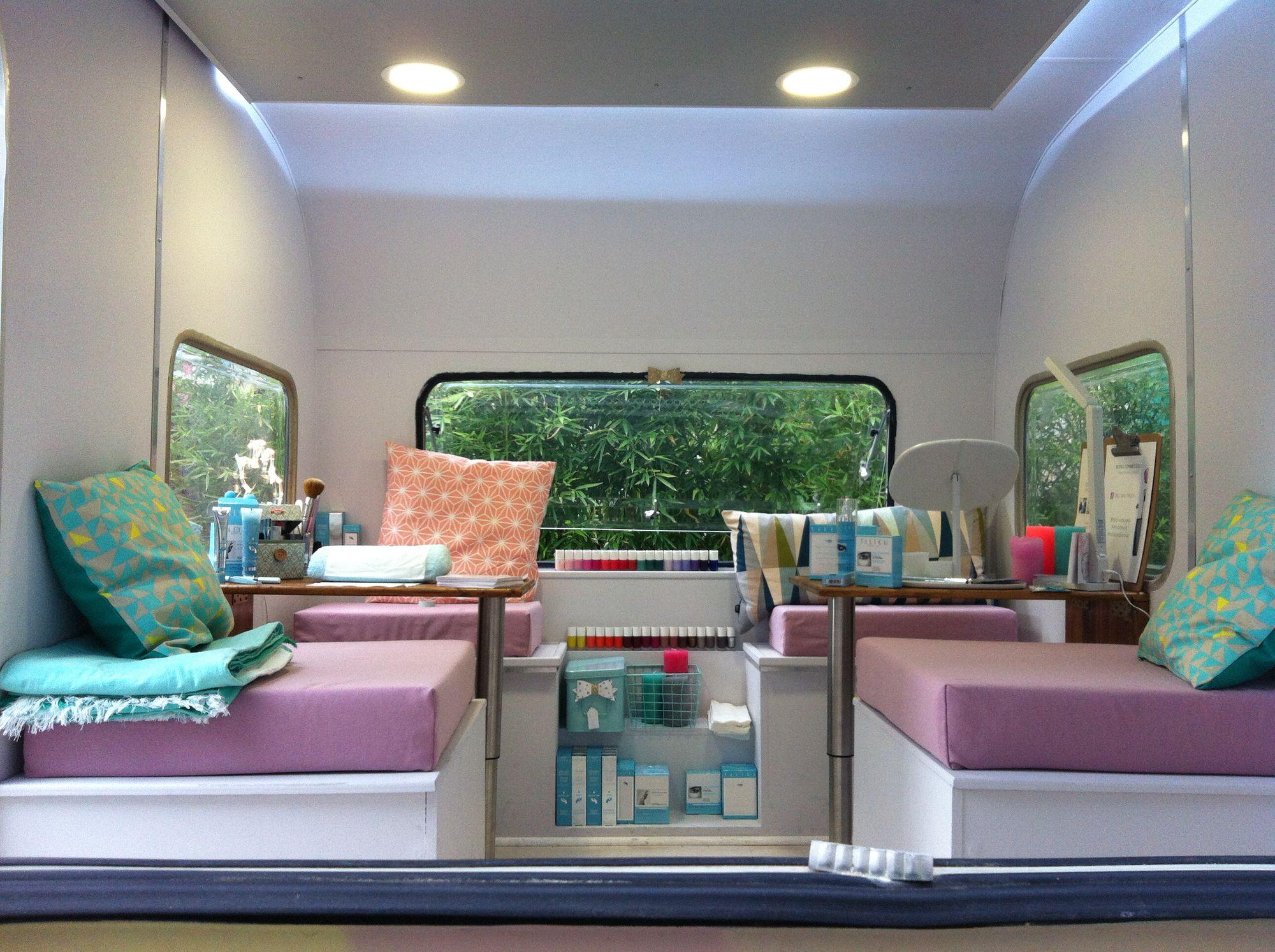 Le Mini Nail Truck Vue De L Interieur Salon De Beaute Caravane Spa
