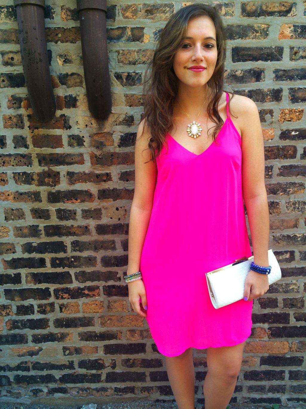 Pink dress and white clutch for summer style