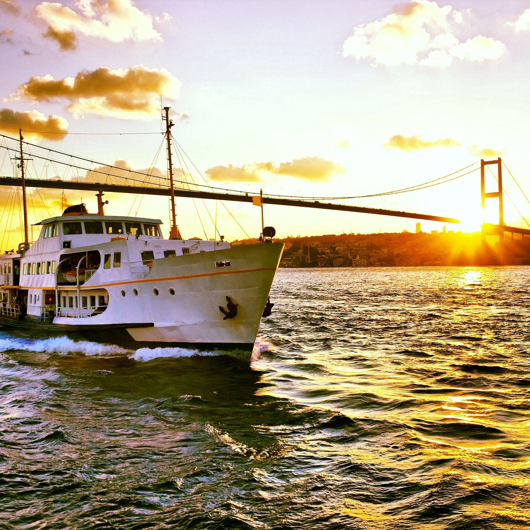 İstanbul'dan günaydın…  İstanbul'a bugün 27° / 19° derece parçalı bulutlu bir hava hakim olacak. Şehirde iyi bir gün geçirmeniz dileğiyle…  / Goodmorning from Istanbul…  Today Istanbul will be 27° / 19° partly cloudy. Hope you'll have a nice day in the city…