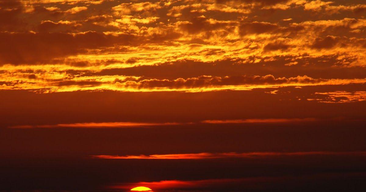 Foto Pemandangan Saat Matahari Terbenam Lengkap Dari Mulai Wisata Alam Pantai Kuliner Khas Yang Enak Tempat Belan Di 2020 Pemandangan Matahari Terbenam Fotografi Alam