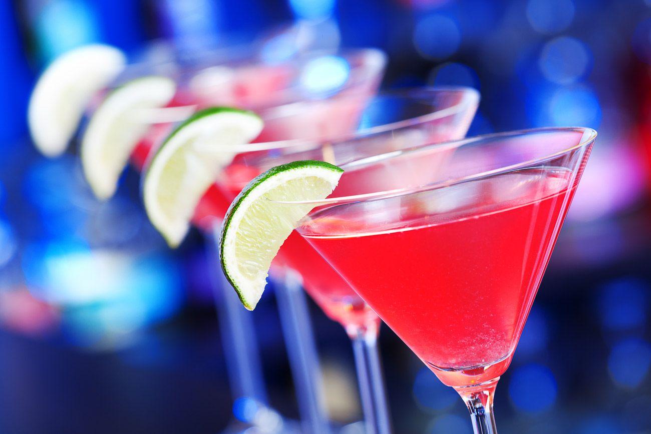 Cosmopolitan Cocktail Recept - Deze populaire cocktail wordt gekenmerkt door zijn citrussmaak....