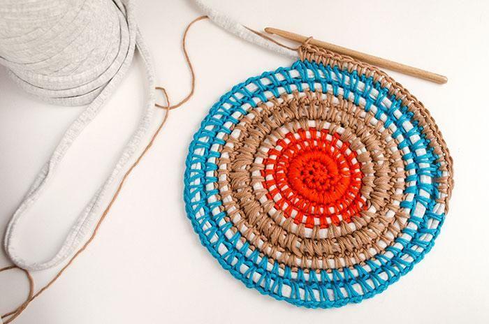 Aprendemos a tejer una alfombra de trapillo a crochet | Alfombras de ...