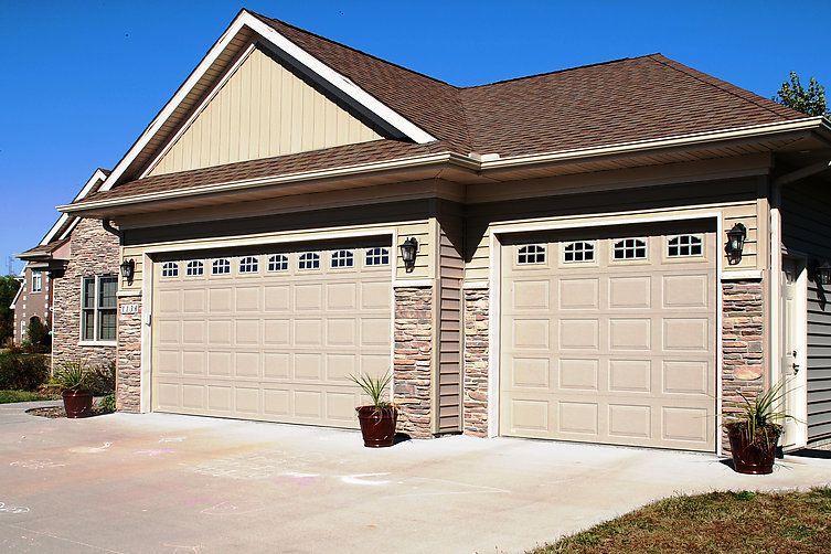 Overhead Door Co Of Cedar Rapids Iowa City Thermacore 494 Garage Door Styles Residential Garage Doors Garage Doors