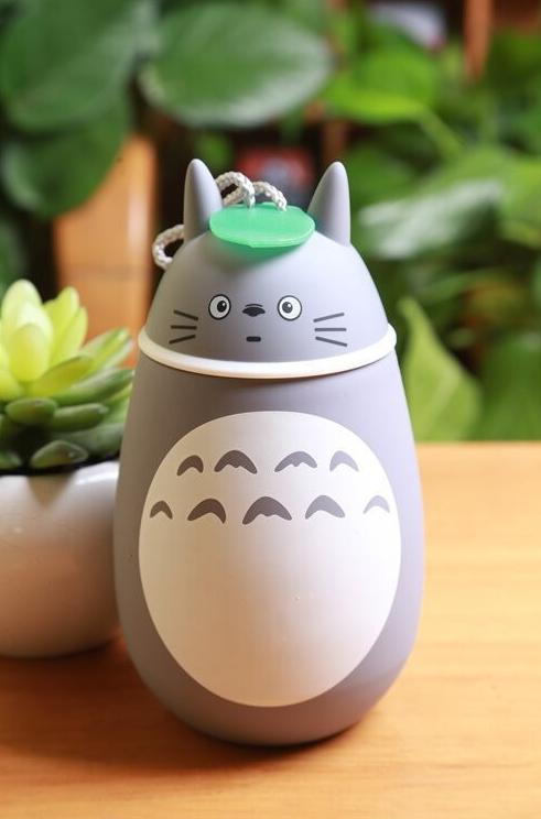 K*Waii Regalitos Frikis y Divertidos - Termo Totoro 280 ml. http://www.regalitolindo.cl/product/179108/termo-totoro-280-ml