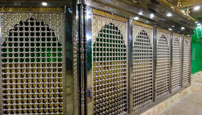 شاهد بالصور الشباك الجديد داخل الصحن الحسيني قبل افتتاحه في النصف من شعبان Imamhussain Org Home Decor Decor Room Divider