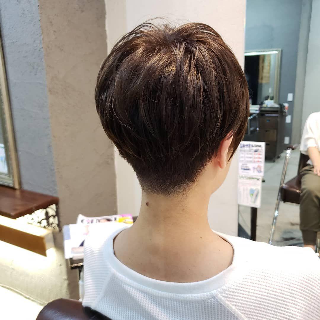 ベリーショートスタイル 襟足のシャープさと トップの丸みのクビレ感が刈り上げ女子の美シルエットポイント カラーはイルミナカラー フォレスト で光沢 透明感 ご新規様インスタ特別価格 カ Thin Hair Haircuts Short Hair Styles Pixie Short Hair Styles