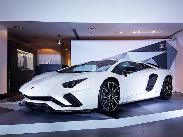 Lamborghini Aventador S A More Potent Version Of The Iconic Sports Car Launched At Rs 5 01 Crore In India Sports Car Lamborghini Aventador Lamborghini