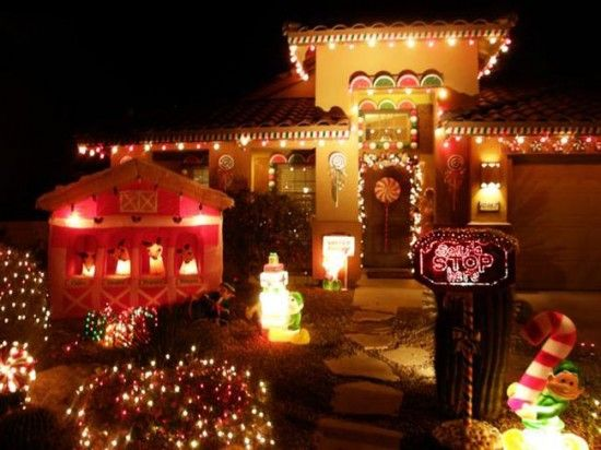 Life Size Gingerbread House 10 Festive Outdoor Christmas Displays Christmas Lights Christmas Light Displays Diy Christmas Lights