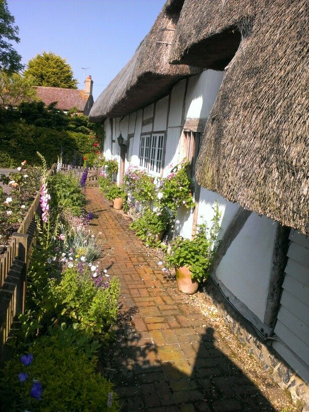 Beatiful english thatched cottage, 13th century.