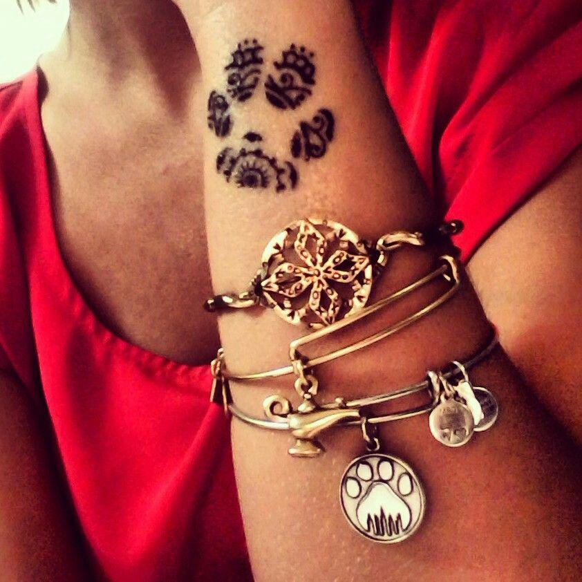 paw print henna design bona fide henna pinterest tatouages patte de. Black Bedroom Furniture Sets. Home Design Ideas