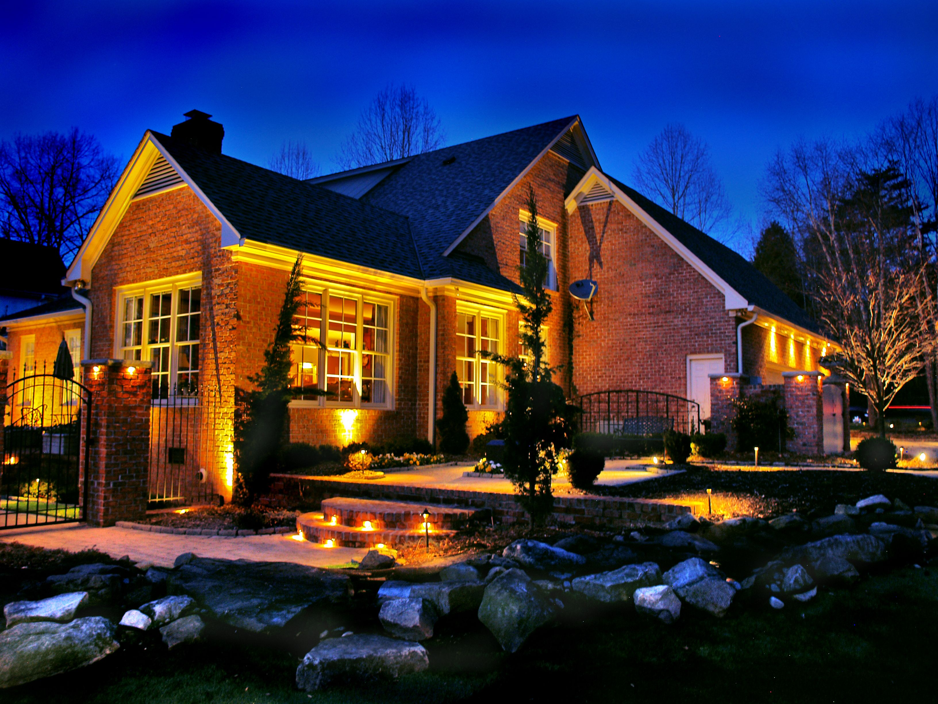 Beautiful Outdoor Lightings With Uplights Downlights Concealed