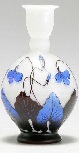 Johann Lötz Wwe., Klostermühle. Vase with blossoms, c. 1925. H. 17 on black no, black pl, black gi, black ve, black sl,