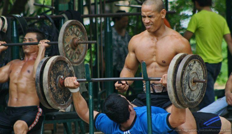 Pratique Musculação Para Definir o Corpo  ➡ https://segredodefinicaomuscular.com/como-definir-o-corpo-em-3-meses-com-8-dicas-essenciais/  Se gostar do artigo compartilhe com seus amigos :)  #EstiloDeVidaFitness #ComoDefinirCorpo #SegredoDefiniçãoMuscular