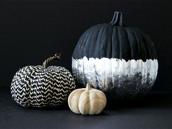 Make Halloween decoration - decorate pumpkins attractively   - halloween club decorations