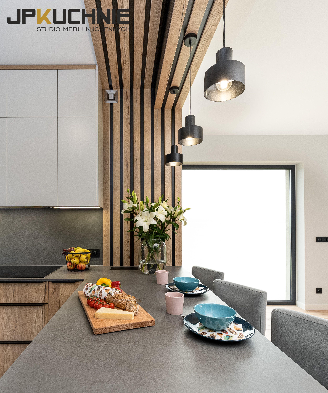 Panele Dekoracyjne W Postaci Lameli Sciennych I Sufitowych W Kolorze Dolnych Frontow Naklejono Na Czarna Plyte Laminowana Aran Home Decor Bars For Home Decor
