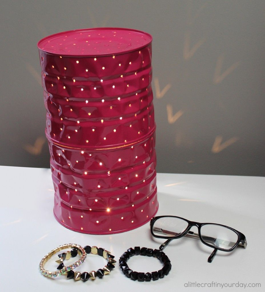 I love this DiY so much and have been anxious to show you since I made it, with that here she is- my beautiful Tin Can Lamp!!