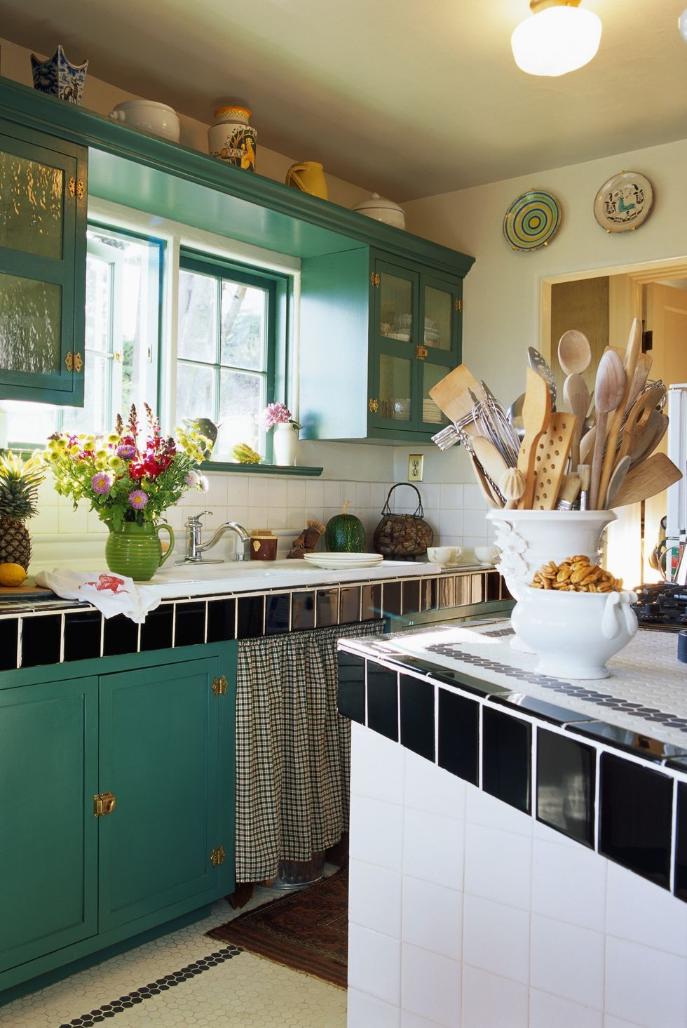 The Best Ideas for Decorating Above Your Kitchen