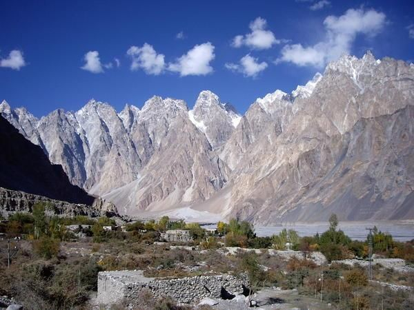 Hunza An Isolated Valley In Extreme Northern Pakistan Is Vastly Different From The Rest Of The Troubled Country Nature Travel Travel Hunza Valley