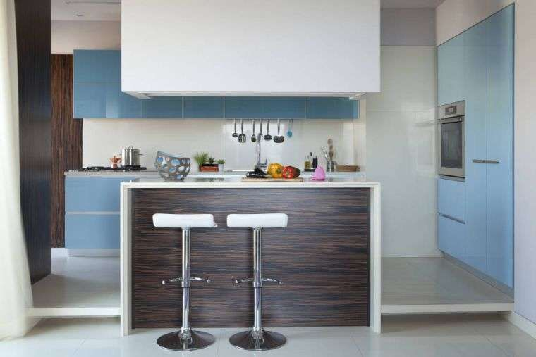 Cucina piccola con isola - Cucina in stile country | Kitchens
