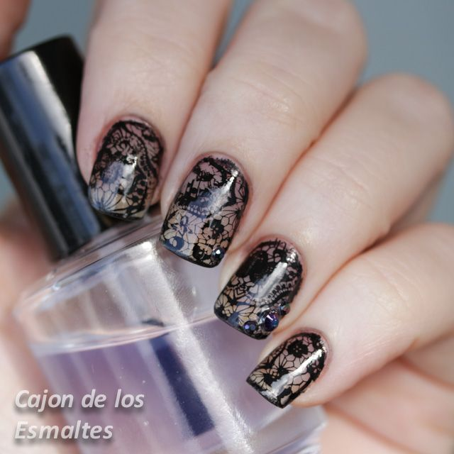 Uñas decoradas con encaje - Placas de estampar de Born Pretty | Uña ...