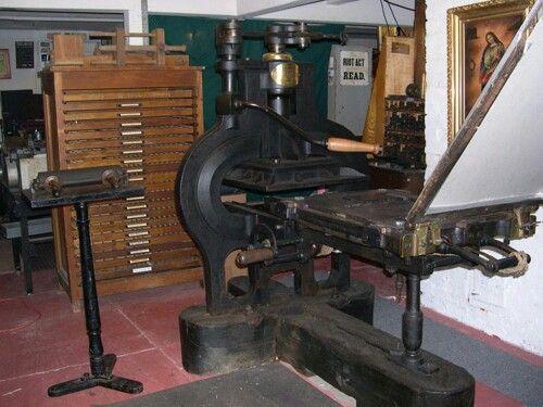 Prensa metálica de Stanhope criada após a Revolução Industrial. Permitia imprimir mais rápido, em maior quantidade e a um preço mais acessível.
