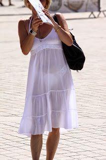 aca7431c0 Mujeres en la calle con vestidos transparentes – Los vestidos de ...